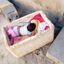 Sem cama e sem leite: as carências de um casal com duas filhinhas para criar