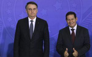 """Bolsonaro diz que se arrepende de Mourão como vice e que preferia """"príncipe"""" no lugar."""