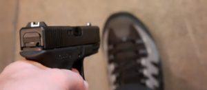 Homem leva tiro no pé ao tentar assaltar policial em Marabá