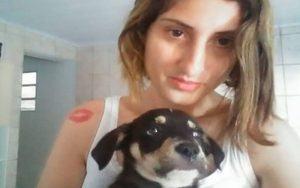 """Mulher confessa ter matado cachorro por """"morder objetos da casa"""""""