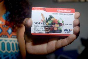 Pais de alunos protestam após supermercados recusarem vale alimentação no Pará