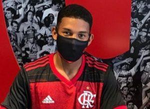 """Marabá: Jovem da """"Vila do Rato"""" assina contrato com o Flamengo"""