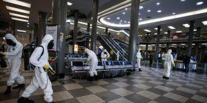 Brasil proíbe entrada de viajantes vindos da África do Sul para impedir variante da Covid-19