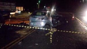 Pai, mãe e filho de 3 anos morrem após Celta se chocar com caminhão