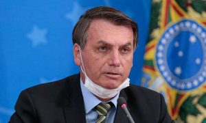 Governo vai manter auxílio emergencial se pandemia continuar, diz Bolsonaro